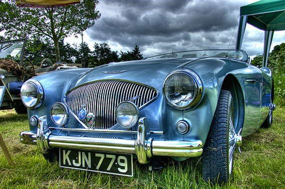 blue-retro-car-hdr