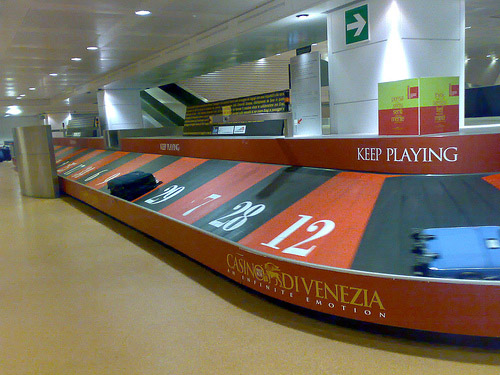 Roulette-baggage-carousel-creative-unique-advertisements