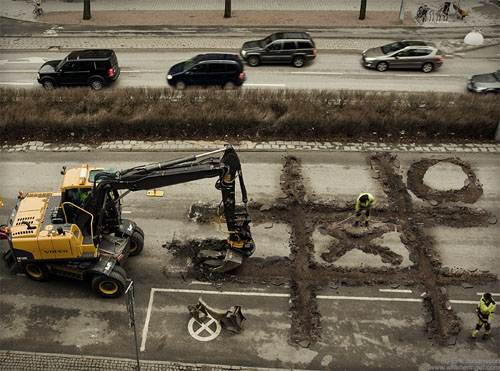 Roadworkers-coffee-break-creatively-thrilling-photo-manipulations