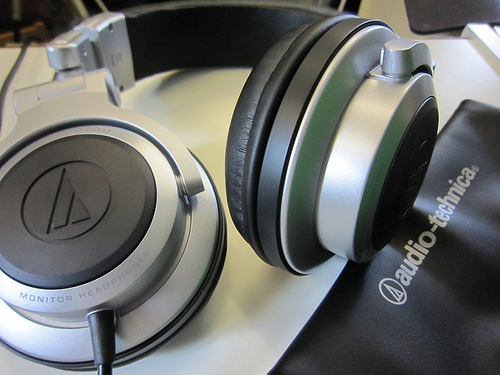 the audio technica pro700 sv dj monitor headphones
